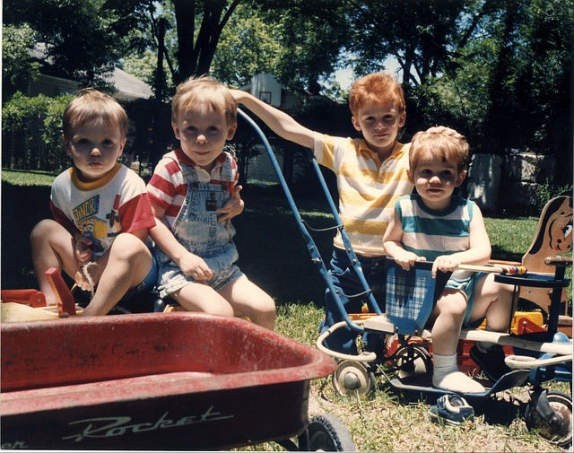 čtyři chlapečci