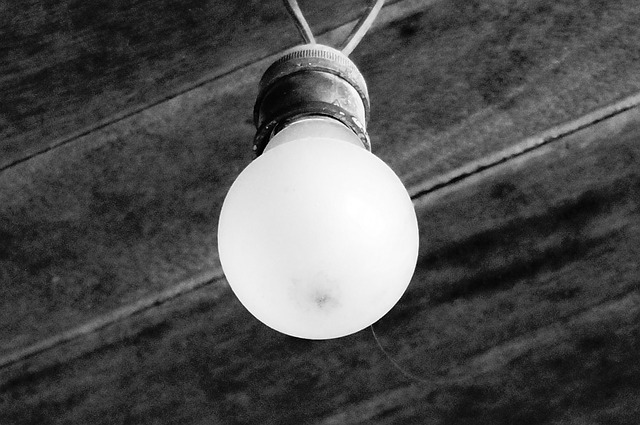 zaprášená žárovka