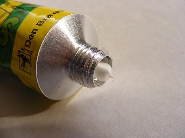 silikon v tubě