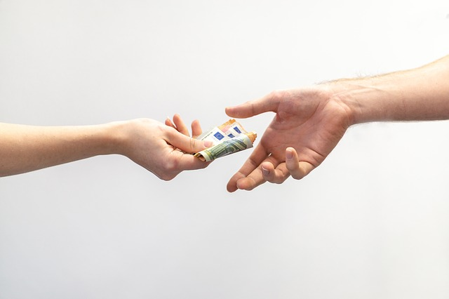z ruky do ruky